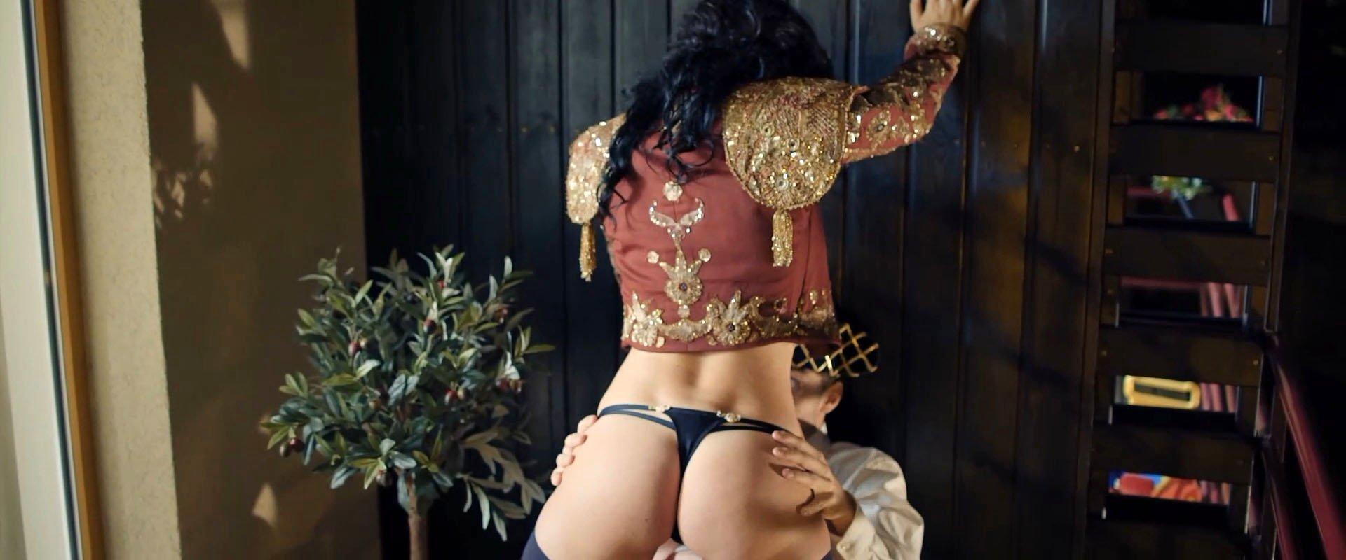 Dasha Astafeva nude - Swingeri (2018)