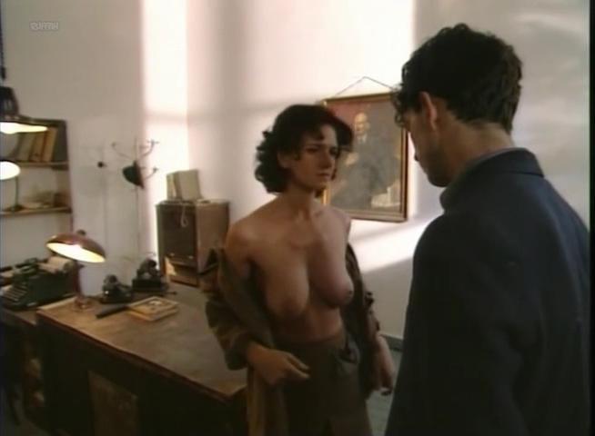 Gyorgyi Kari nude - Pannon Toredek (1998)