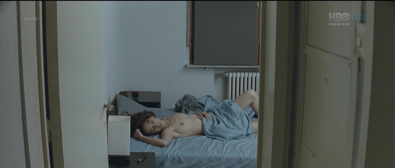 Diana Avramut nude - Cand se Lasa Seara peste Bucuresti sau Metabolism (2013)
