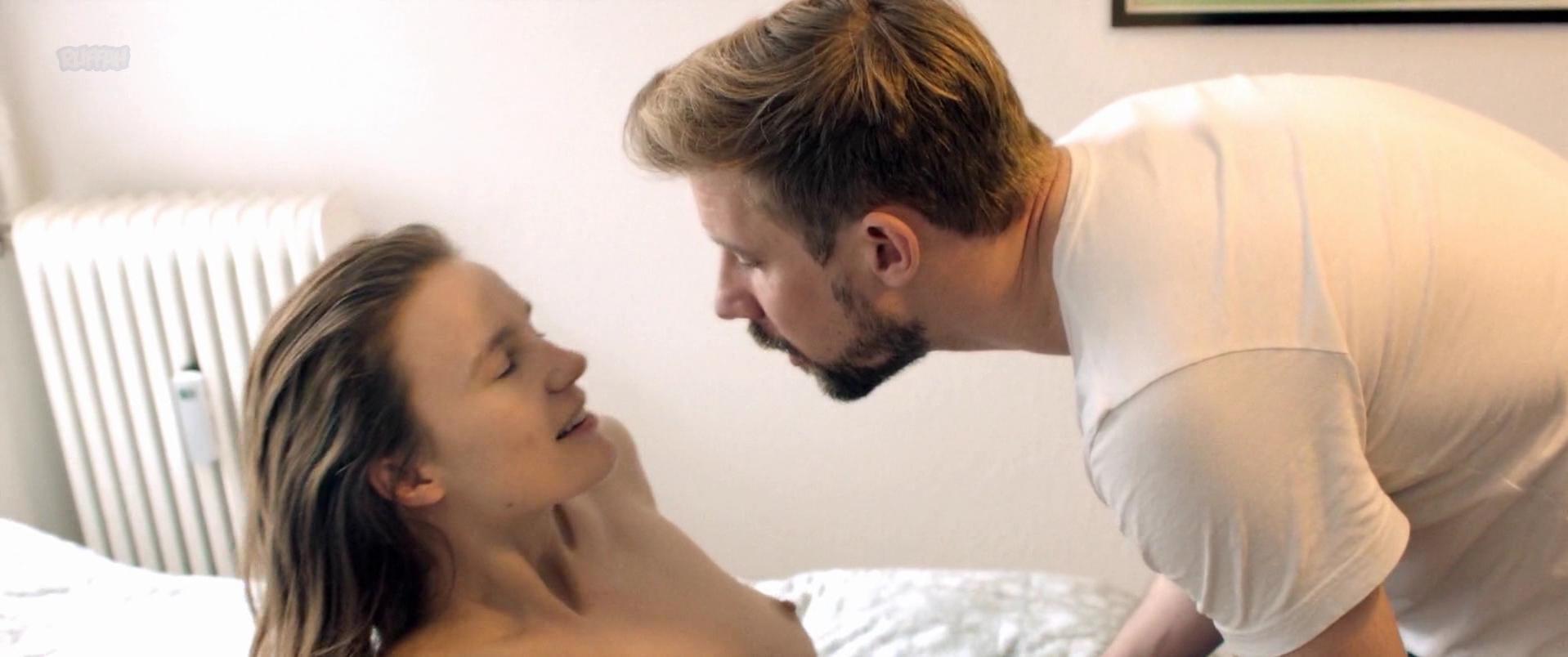 Amanda Collin nude - En Frygtelig Kvinde (2017)