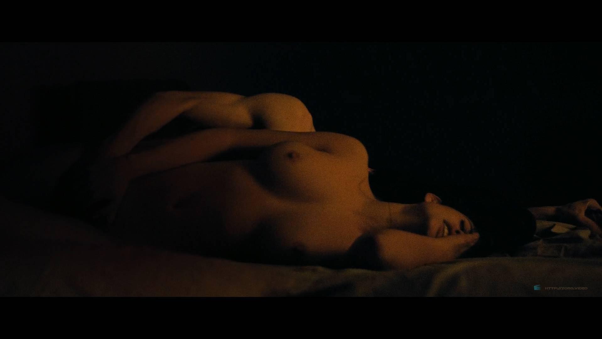 Lucie Lucas nude - Porto (2016)