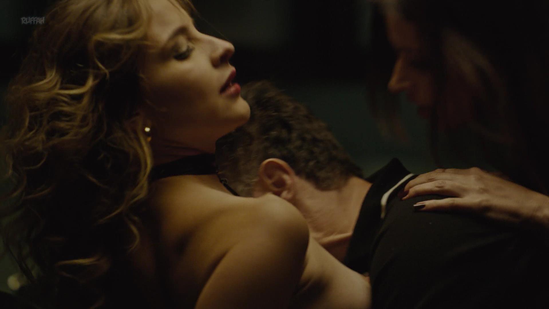 Louise Clos nude, Raquel Rocha nude - O Mecanismo s01e02 (2018)
