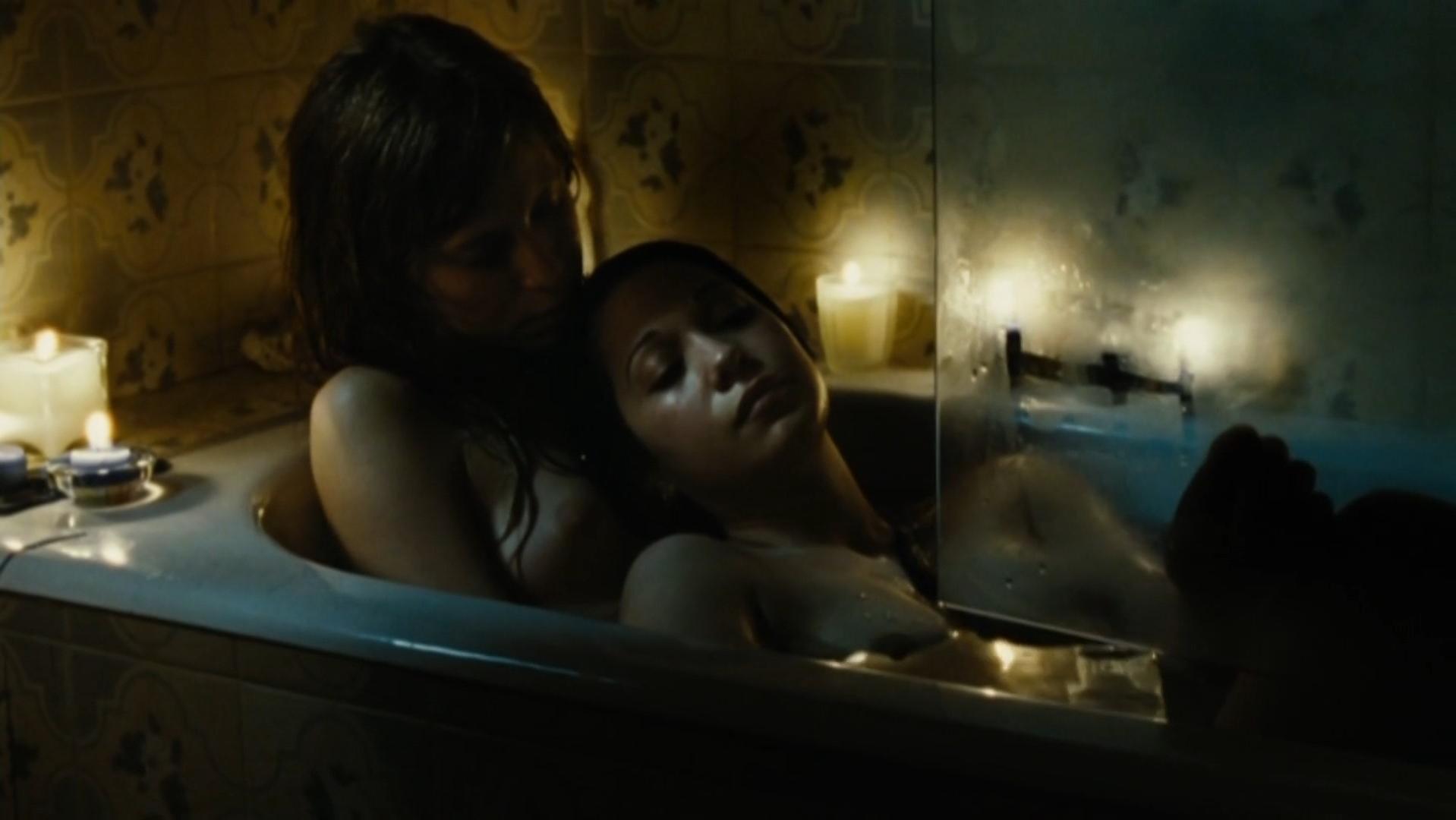 Ines Efron nude, Mariela Vitale nude - El nino pez (2009)