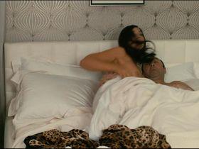Monica Bellucci nude - Des gens qui s'embrassent (2013)