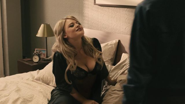 Emily hampshire nuda