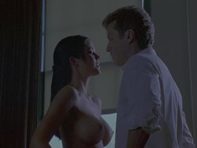 Susan Ward nude - The In Crowd (2000)