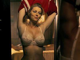 Diora Baird sexy - Texas Chainsaw Massacre (2006)