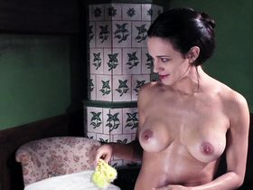 Asia Argento nude - Dracula (2012)