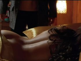 Courtney Cox nude - 3000 Miles to Graceland (2001)