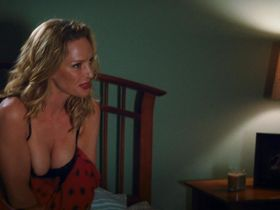 Uma Thurman sexy - Playing for Keeps (2012)