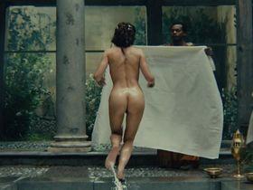 Carole Bouquet nude - Le bon roi Dagobert (1984)