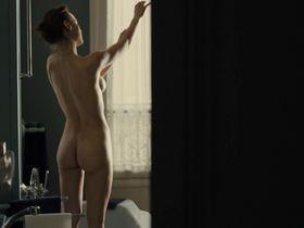 Natalia Verbeke nude - Les femmes du 6e etage (2010)