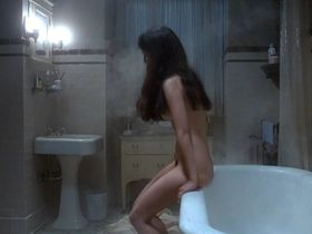 Isabelle Adjani nude - Diabolique (1996)