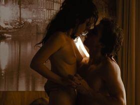 Nathalia Dill nude - Paraisos Artificiais (2012)