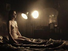Marie Lecomte nude - Nuit noire (2005)