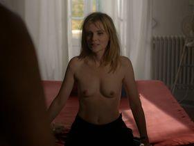 Isabelle Carre nude, Karin Viard nude - Vingt et une nuits avec Pattie (2015)