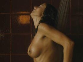 Mar Regueras nude - Volando voy (2006)