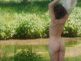 Marie Gillain nude - Le bossu (1997)