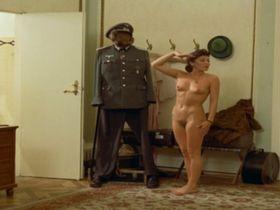 Hannelore Elsner nude, Elke Sommer nude - Die Reise nach Wien (1973)