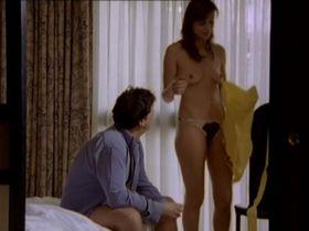 Edina Cartianu nude - Duel en ville s01e03 (2009)