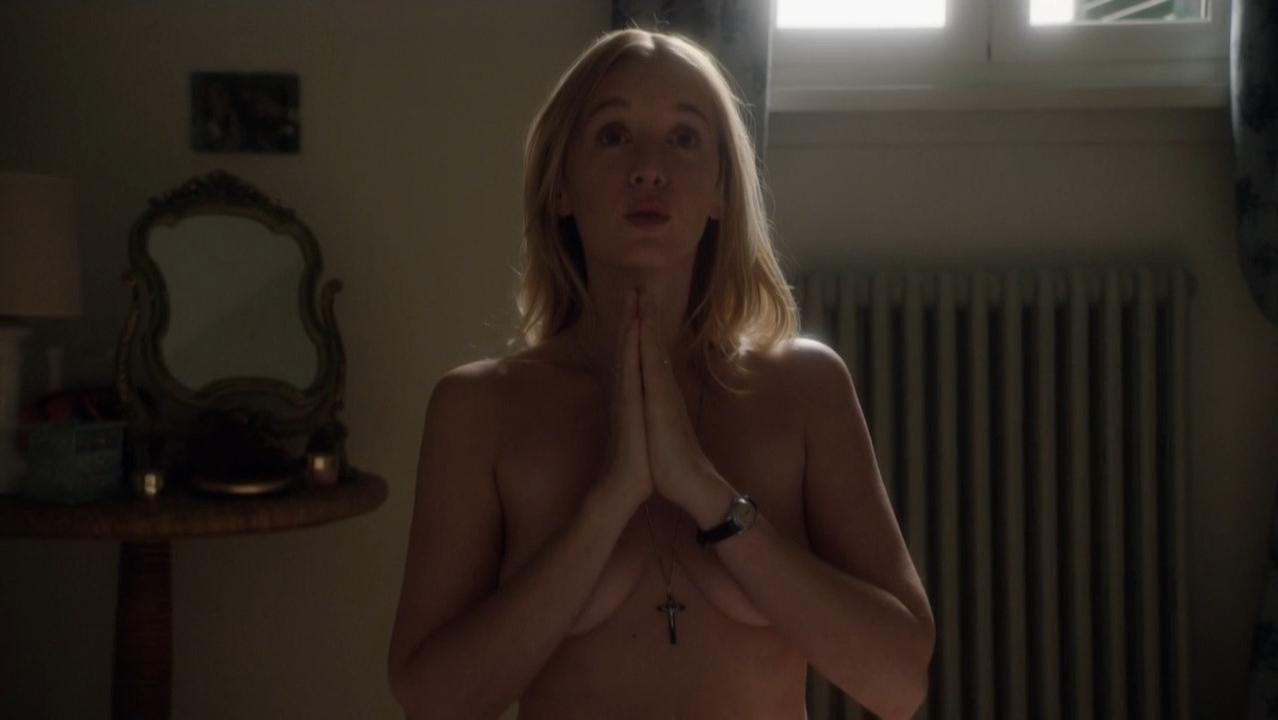 Ludivine Sagnier sexy - The Young Pope s01e04 (2016)