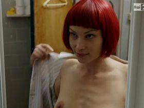 Weronika Ksiazkiewicz nude - L'ispettore Coliandro s05e01 (2016)