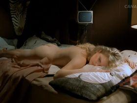 Katarzyna Figura nude, Liza Machulska nude - Kingsajz (1988)