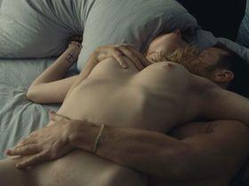 Evelyne Brochu nude - Cafe De Flore (2011)