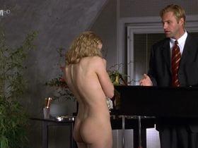 Elisabeth Shue nude - Molly (1999)