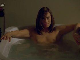 Gesine Cukrowski nude - Zwischen heute und morgen (2009)