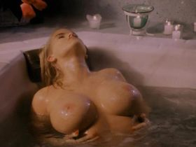Anna Nicole Smith nude - To the Limit (1995)