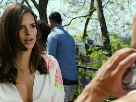 Emily Ratajkowski sexy - We Are Your Friends (2015)