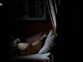 Anneke Schwabe nude - In den besten Familien (2012)