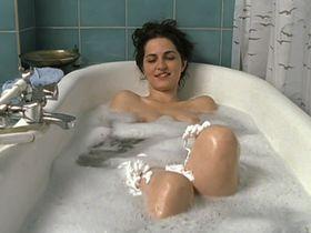 Erika Marozsan nude - Kuess niemals einen Flaschengeist (2002)