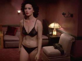 Isabella Rossellini nude - Blue Velvet (1986)