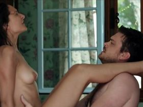 Alice Pehlivanyan nude - Im Sommer wohnt er unten (2015)