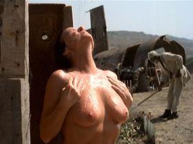 Linda van Dyck nude - Magonia (2001)