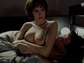 Aina Clotet nude - 53 dias de invierno (2006)