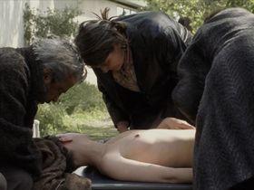 Florence Loiret Caille nude - Le temps du loup (2003)