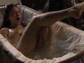Elisa Mouliaa nude - Aguila Roja s03e01 (2010)