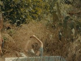 Norah Lehembre nude - Et on mangera des fleurs (2014)