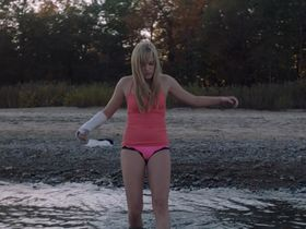 Maika Monroe sexy - It Follows (2014)