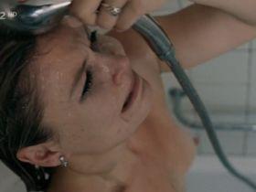 Zuzana Onufrakova nude - Zoufalci (2009)