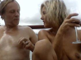 Vanda Hybnerova nude - Rodinny film (2015)