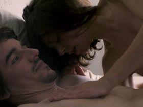 Alice Dwyer nude - Drei Zimmer Kuche Bad (2012)