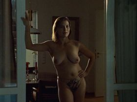 Julia Urban nude - Munchen 7 s01e06 (2003)