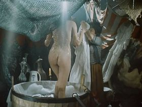 Natalya Lapina nude - Ostrov pogibshih korabley (1987)