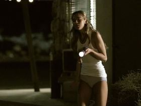 Arielle Kebbel sexy - Reeker (2005)