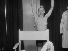 Madonna nude - Madonna: Truth or Dare (1991)