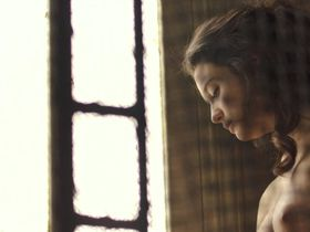 Maria Pedraza nude - Amar (2017)